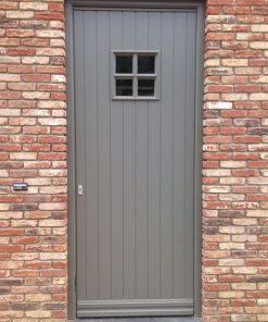 Voordeur grijs geschilderd met Perkoleum Koopmansverfshop
